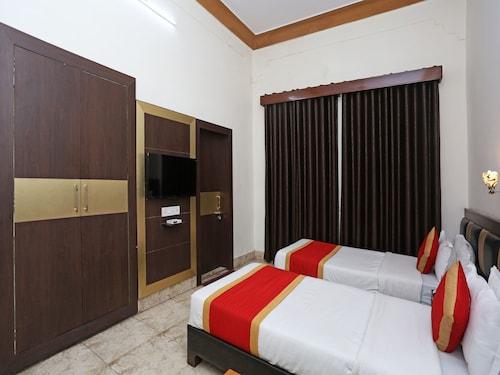 OYO 7880 Hotel Navrang, Kota