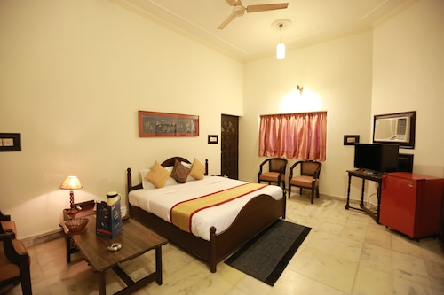 OYO 8844 Meadows Inn, Lucknow