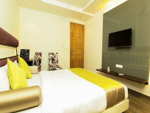 OYO 9319 Hotel Gurveer Royale, Lucknow