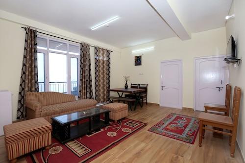 . OYO 10165 Home 2BHK Snow View Apartment