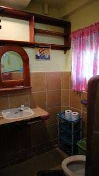 HENRY'S HOSTEL Bathroom
