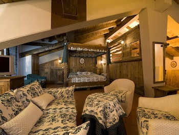 Superior Suite, 1 King Bed, Balcony, Mountain View