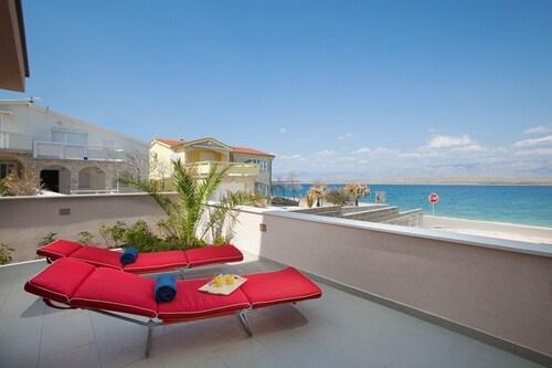 Apartments Malibu Two, Vir