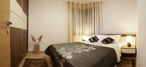 Apartments Malibu One, Vir