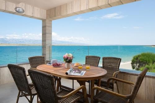 Apartments Malibu Royal, Vir