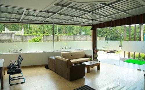 Athirapilly River Resort, Thrissur