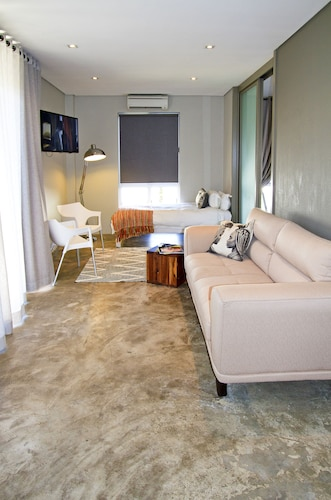 Suite 9 The Village, Windhoek East