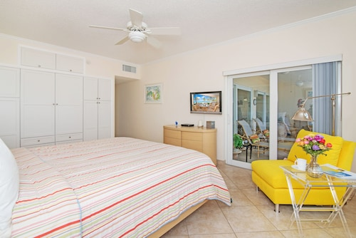 The Colonial Club, Oceanfront Condos,