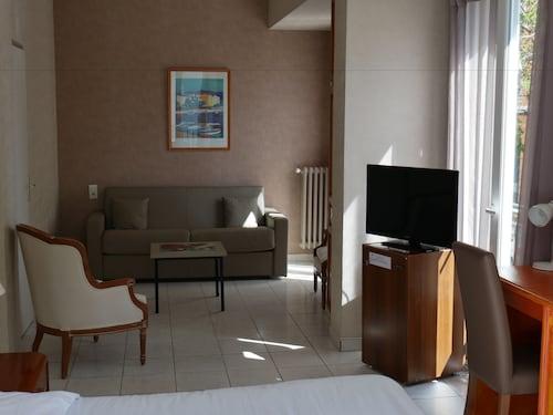 . Hotel Bonaparte