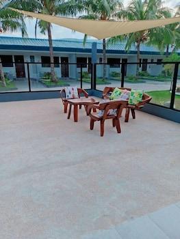 CAVE BEACH RESORT Indoor/Outdoor Pool