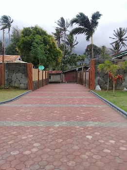 CAVE BEACH RESORT Property Grounds
