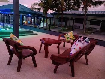 CAVE BEACH RESORT Outdoor Pool