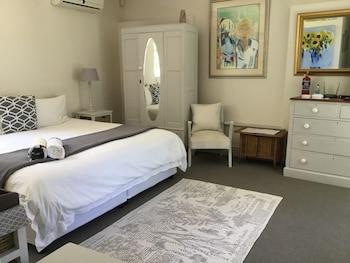 Standard Tek Büyük Yataklı Oda, 1 Büyük (queen) Boy Yatak, Banyolu/duşlu, Kısmi Deniz Manzaralı