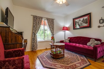 Private Bungalow - Walk to Universal Studios, Hollywood