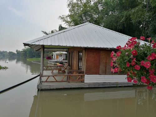 River Marina Resort, Muang Uthai Thani