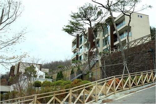 Ganghwa Townhouse Pension, Ganghwa
