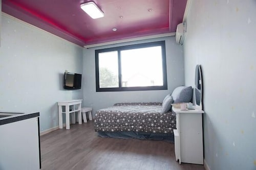 Anmyundo Blue Sky Pension, Taean