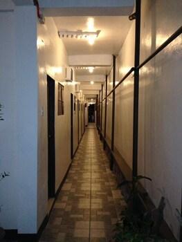 YSRAELA LODGING HOUSE - BURGOS - HOSTEL Hallway