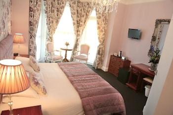 Standard Double or Twin Room (Corner Sea View)