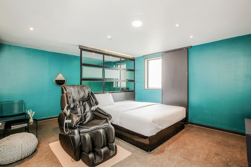 . M7 Business Hotel