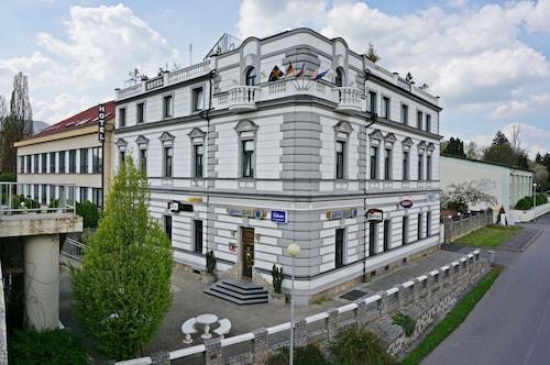 . HOTEL CADE
