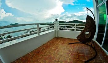 FOUR THIRTEEN SUITES Balcony