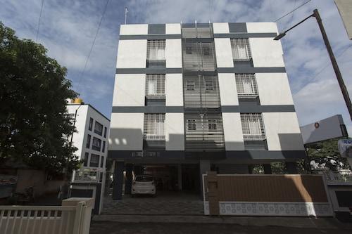 OYO 9194 Sky Touch Inn, Pune