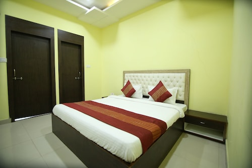 OYO 4154 Hotel Pearl, Raipur
