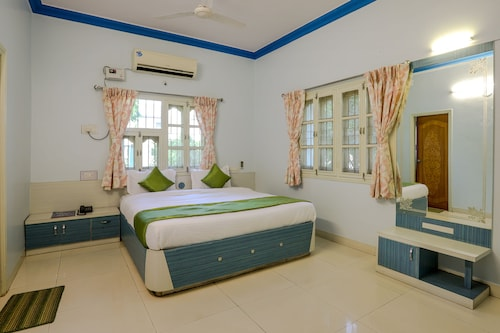 OYO 10031 Wind Chimes Boutique Guest House, Surat