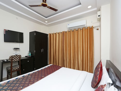 OYO Flagship 121 Hotel Sahu, Varanasi