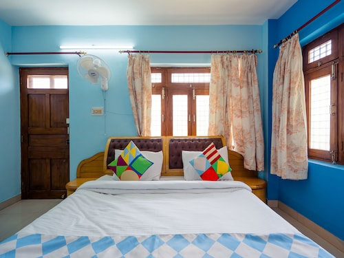 OYO 13894 Home Skyline Homestay Near Picture Palace, Ahmadabad