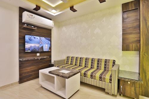 OYO 11399 Hotel Landmark, Gandhinagar