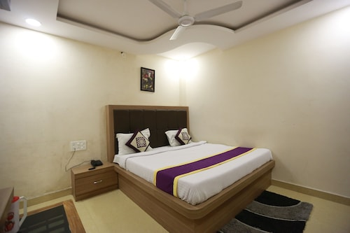 OYO 8883 Hotel Comfort Zone, Lucknow