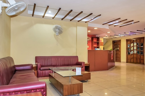 . OYO 10685 Hotel Centre Point