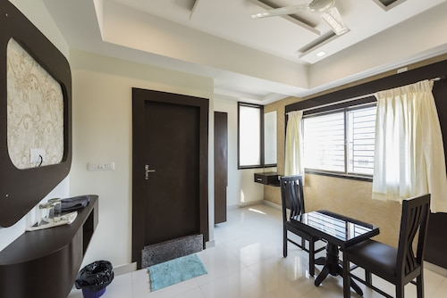 OYO 11414 Hotel Silver Suites, Chikmagalur