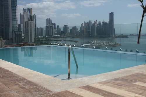 Innfiniti Hotel & Suites, Panamá