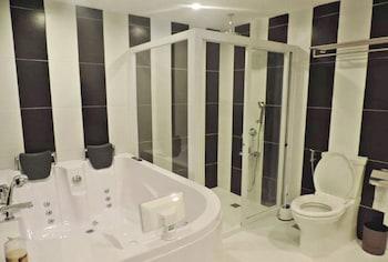 THE GREEN OLIVE GARDEN Bathroom