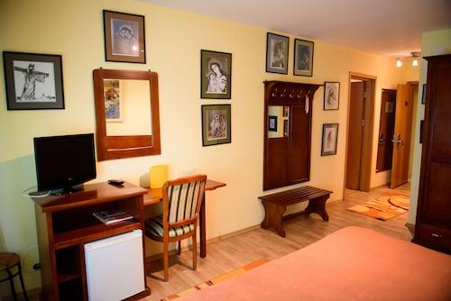 Hotel Iatsa, Stefanesti