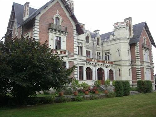 . Château de Belle Poule
