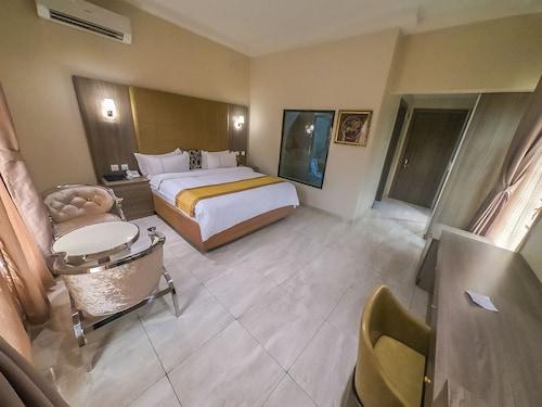 . Maxbe Continental Hotel