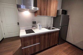 GRAMERCY RESIDENCES Private Kitchenette