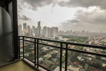 GRAMERCY RESIDENCES City View
