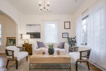 Simple Elegant Idaho Cottage photo