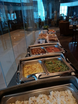 THE ALPHA SUITES Breakfast buffet