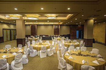 THE ALPHA SUITES Ballroom
