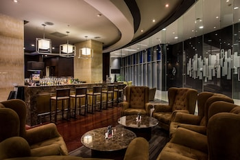 THE ALPHA SUITES Hotel Bar
