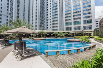 THE ALPHA SUITES Outdoor Pool