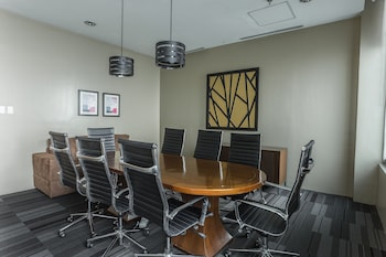 THE ALPHA SUITES Meeting Facility