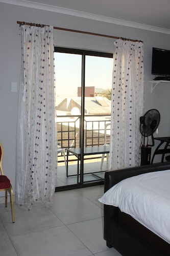 Coco Palm Bed & Breakfast, Windhoek West