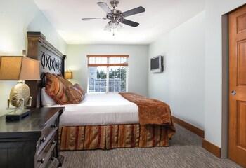 Standard Condo, 2 Bedrooms, Kitchen